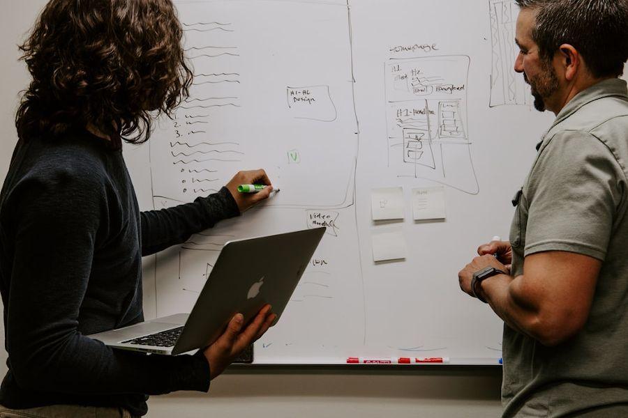 در پروژه ساخت پرسونا باید استفادهکنندههای نهایی پرسونا رو در روند ساخت دخیل کنین و ازشون مشارکت بگیرین.