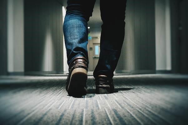 با کفشهای مشتری حداقل یک کیلومتر راه برین تا بتونین درکش کنین